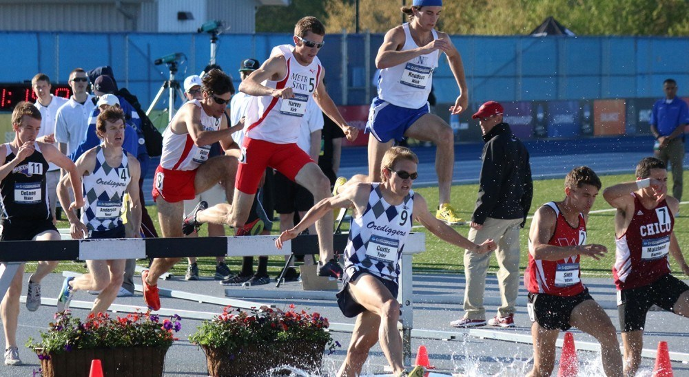 Outdoor Track Harvey Earns All America In Steeplechase